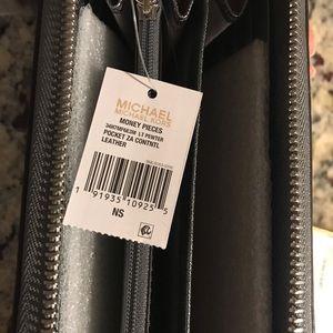 Michael Kors Bags - MICHAEL KORS Wallet (Brand New)